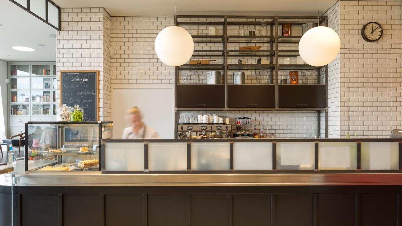 Café-ferdinand-hamburgo-alemania-diseño-aerogram-studio-3
