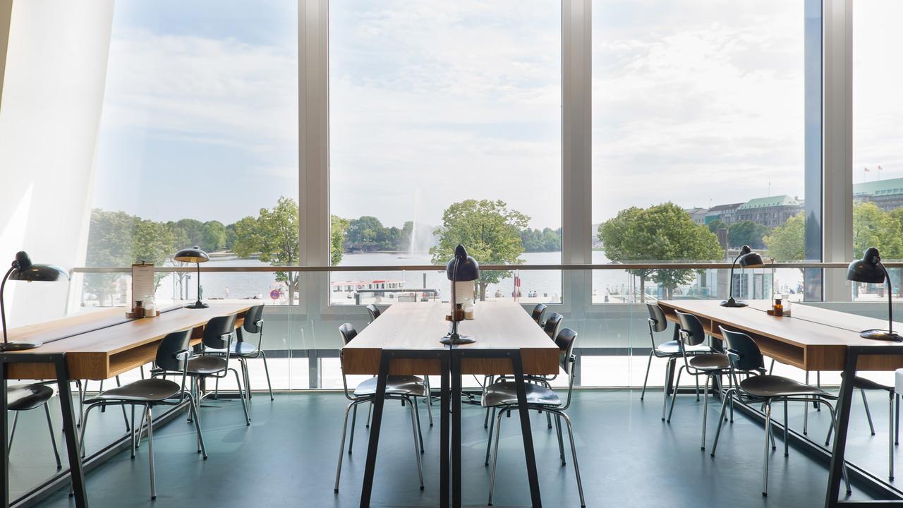 Café-ferdinand-hamburgo-alemania-diseño-aerogram-studio-4