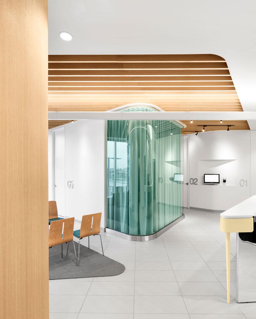 Farmacia-clínica-Uniprix-montreal-diseño-jean-lessard-8