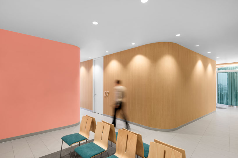 Farmacia-clínica-Uniprix-montreal-diseño-jean-lessard-9