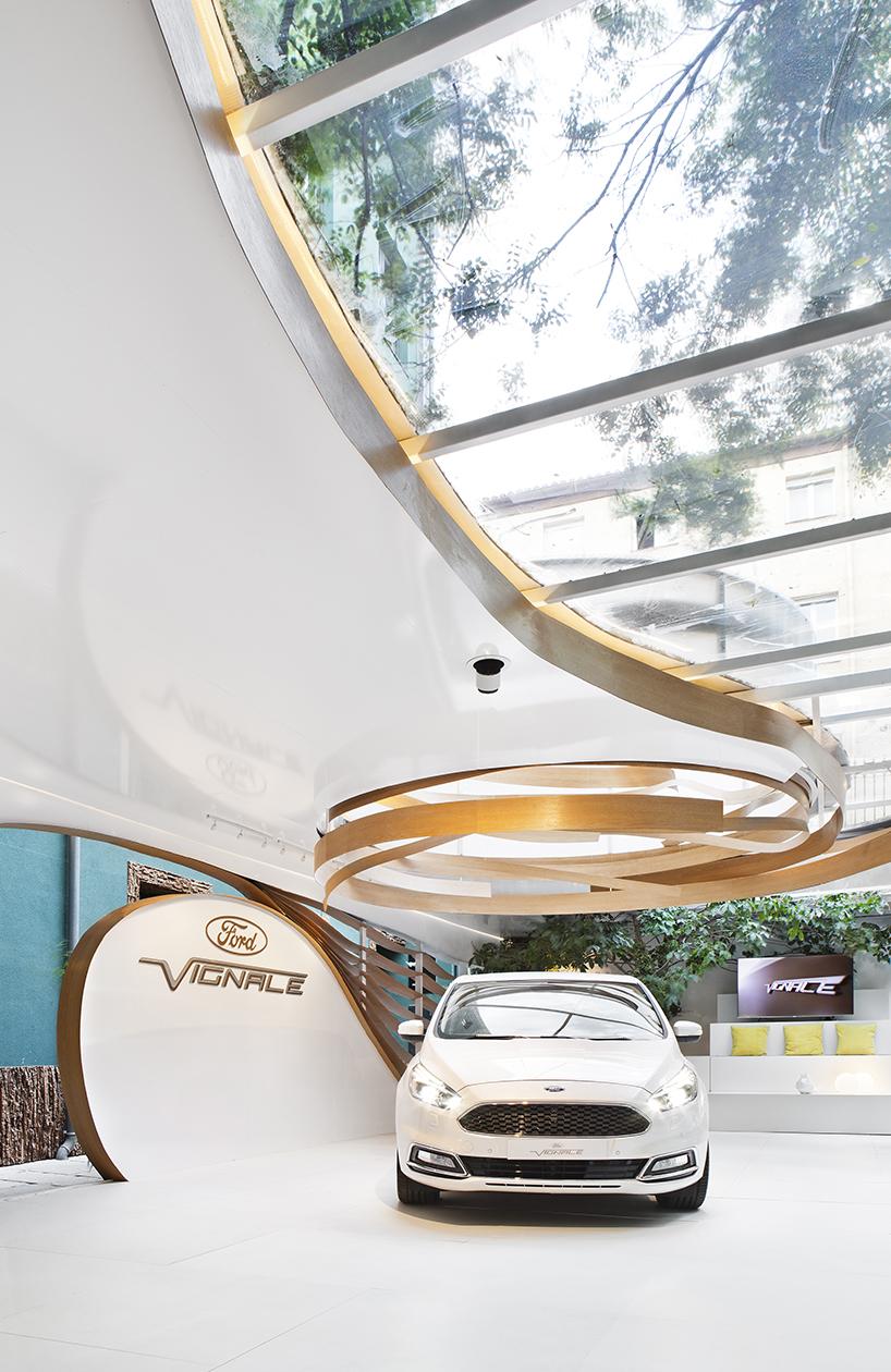 Pabellón Ford Vignale diseñado por Ruiz Velázquez